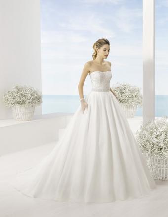 Kolekcja sukien ślubnych Luna Novias 2016, model TECLA