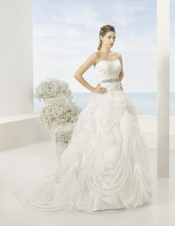 Kolekcja sukien ślubnych Luna Novias 2016, model TOSCANA