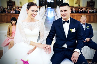 Sesja ślubna Karoliny i Kuby z kościoła