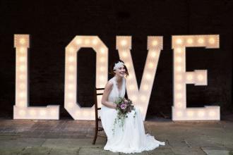 świecące litery na sesje ślubne