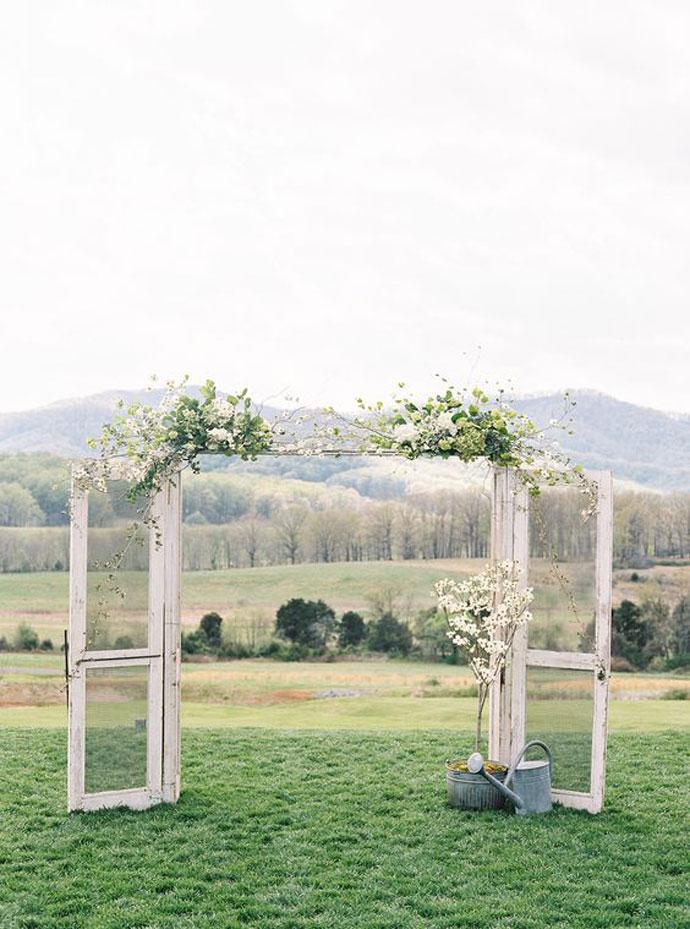 Drzwi w plenerze dekoracja ślubna