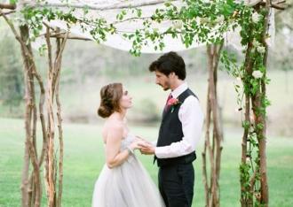 Minimalistyczny łuk ślubny