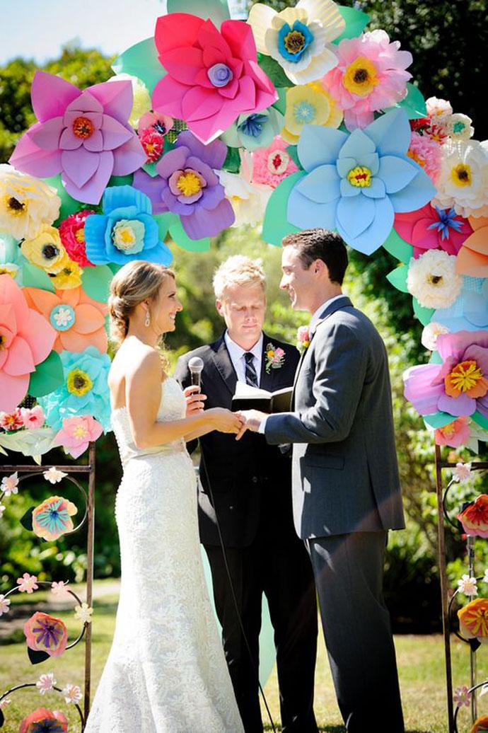 Amerykański łuk z papierowych kwiatów