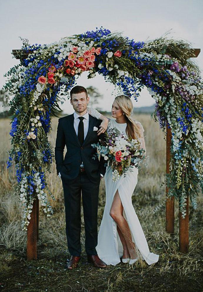 Łuk florystyczny na ślub w plenerze
