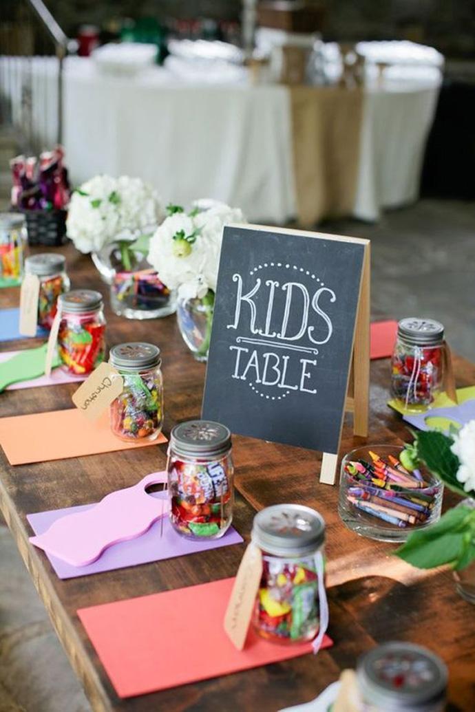 Stolik dziecięcy na weselu