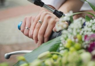 Na której dłoni i na którym palcu nosimy obrączki