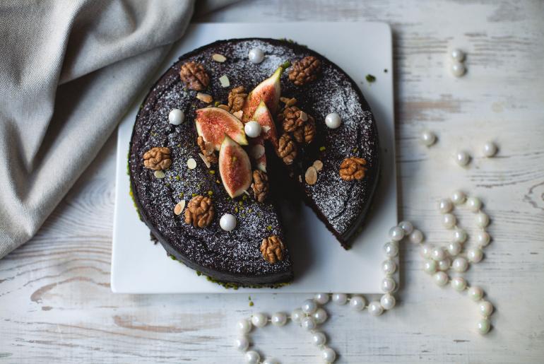 Wspaniały czekoladowy wegański tort