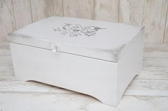 biały kufer z ornamentem, MadameAllure.pl, 140 pln