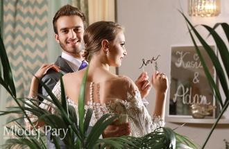 Młoda para wśród palm w Villi Bianco