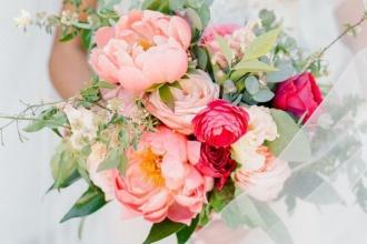 Bukiet do ślubu z różowymi piwoniami