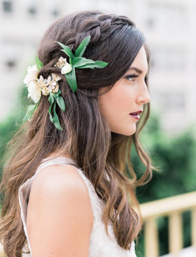 Upięcie ślubne z kwiatami