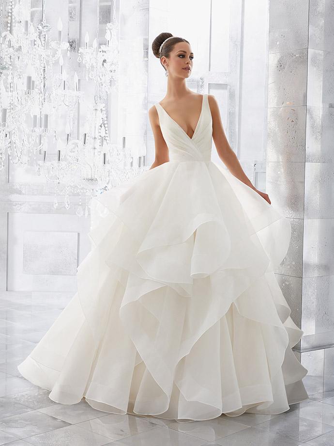 Suknia ślubna ze spódnicą z falbanami