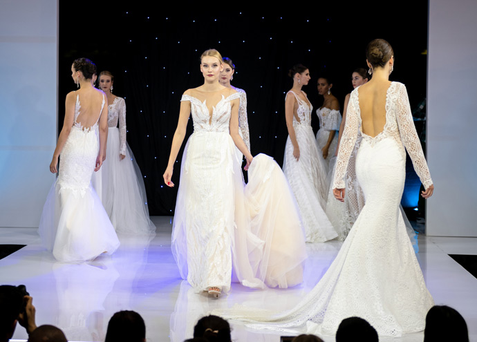 Pokaz sukien ślubnych z kolekcji 2020 na targach ślubnych w Orbicie