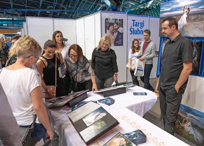 Stoisko z usługami fotograficznymi i filmowymi na targach w Orbicie