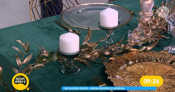 Dekoracja ślubna w butelkowej zieleni