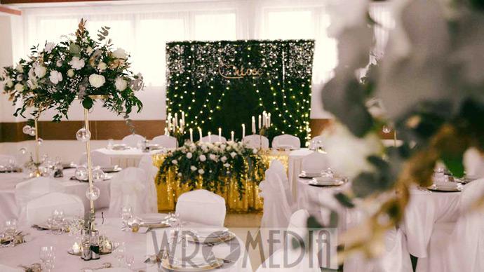 Dekoracje weselne w butelkowej zieleni