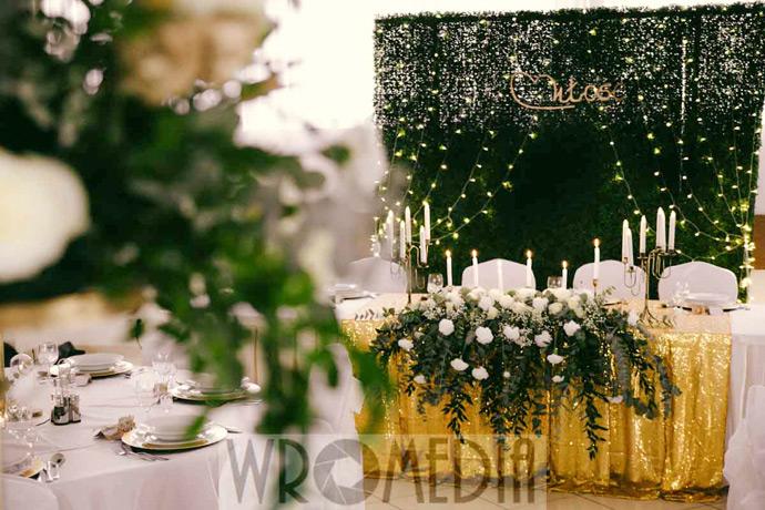 Elegancka dekoracja weselna zielono złota