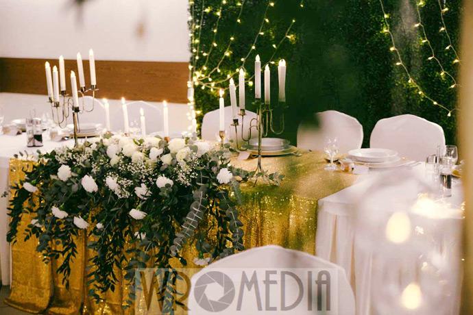 Butelkowa zieleń w dekoracjach ślubnych od Wromedia