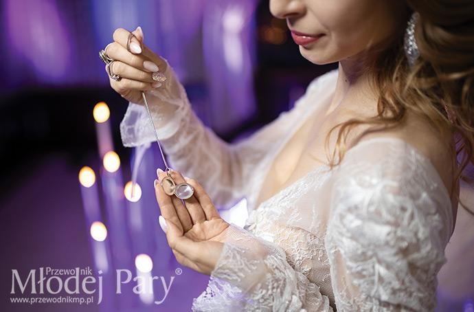 Srebrny otwierany wisiorek panny młodej