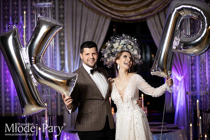 Srebrne balony inicjały młodej pary