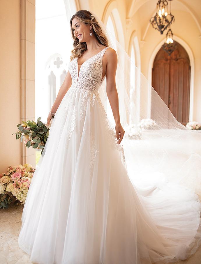 Suknia ślubna z wielowarstwową spódnicą