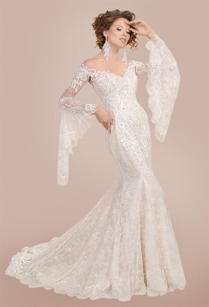 Suknia ślubna z rękawami dzwonami