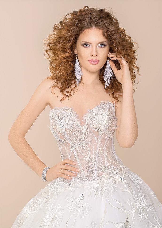 Suknia ślubna z gorsetem podkreślającym sylwetkę