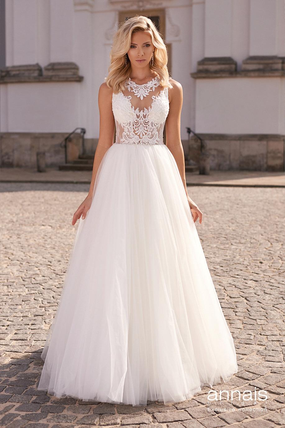 Suknia ślubna z dekoltem ozdobionym koronką