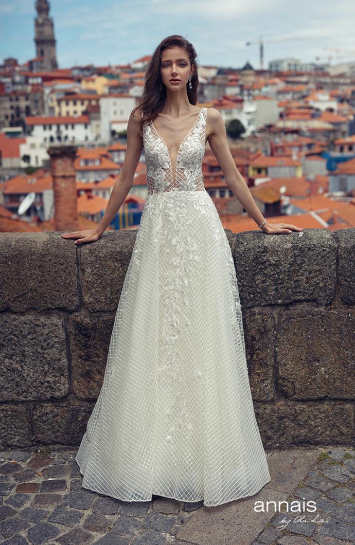 Suknia ślubna z geometrycznym wzorem