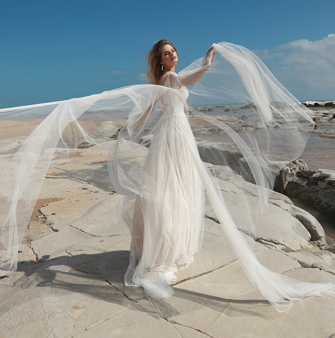 Suknia ślubna ze zwiewnym tiulem