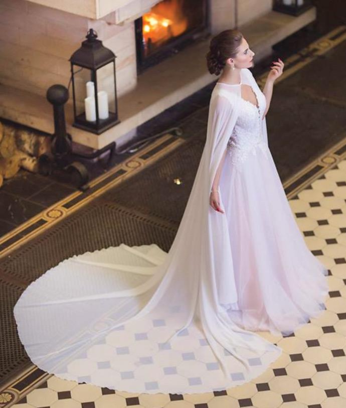 Peleryna do sukni ślubnej z funkcją trenu