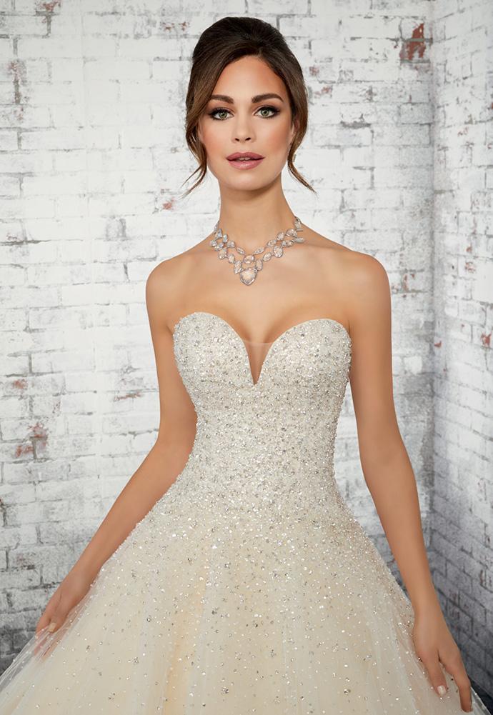 Suknia ślubna z błyskiem