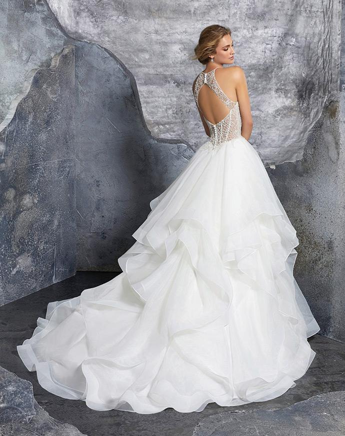 Suknia ślubna z falbanami dla romantycznej panny młodej