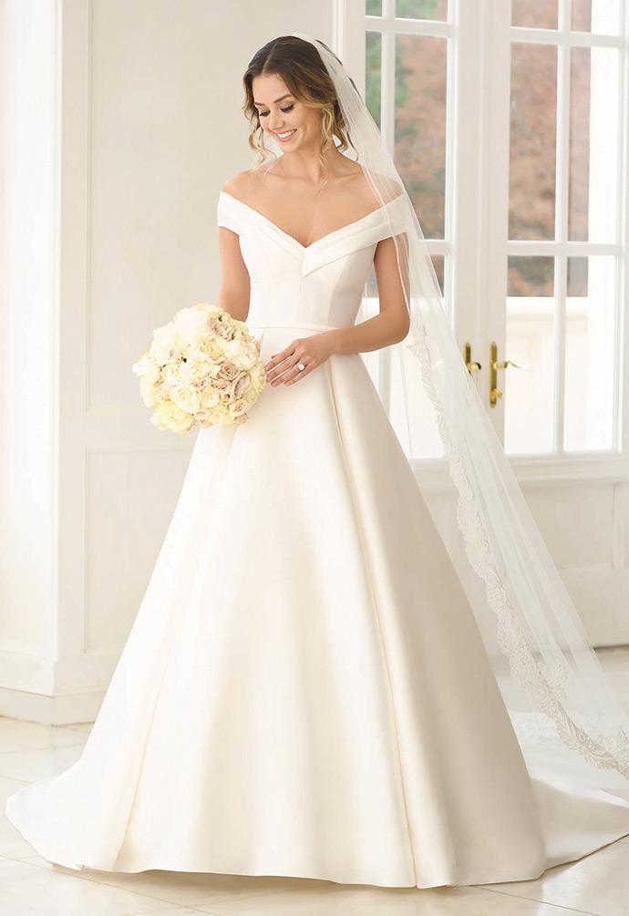 Gładka suknia ślubna z rozszerzanym dołem